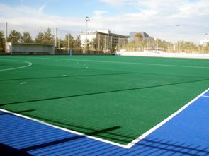 Sustitución del cesped artificial del campo de hockey